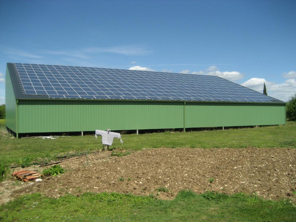 Toit avec panneaux solaires